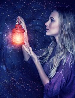 woman-lantern